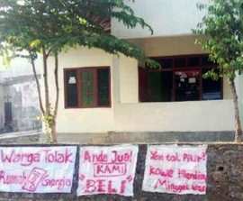 INDONESIA: Community Forces Church to Close Building